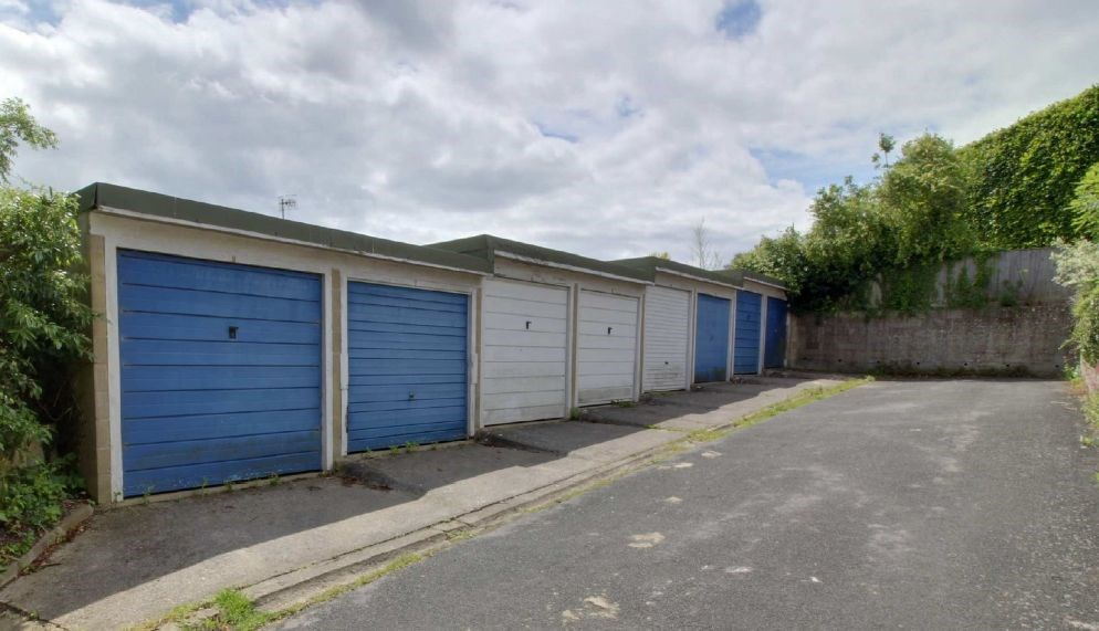 8 Garages at White Horse Lane Painswick