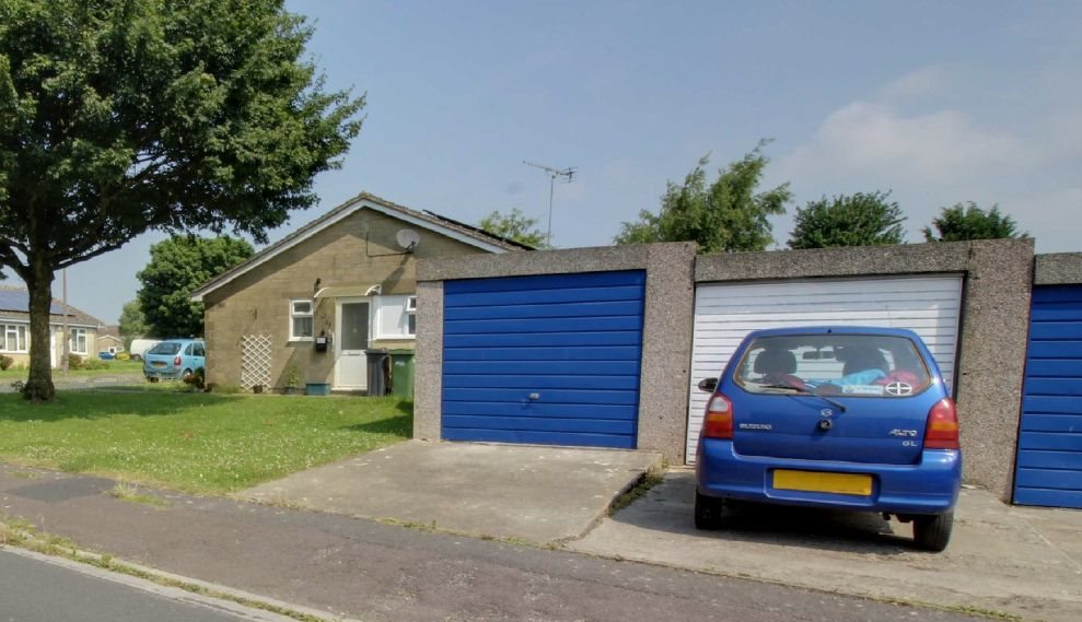2-garages-glebe-road-minchinhampton